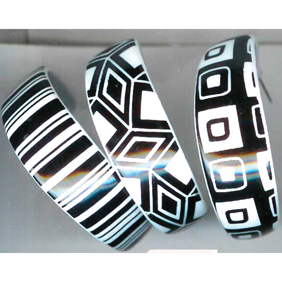 BLACK/WHITE 3 DIFFERENT PRINTS  PLASTIC HOOP EARRINGS