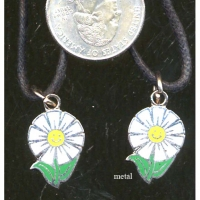 SMILING DAISY NECKLACE