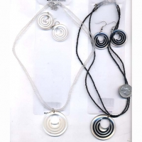 CLASSIC  MOD SHAPE EARRING & NECKLACE SET B & W