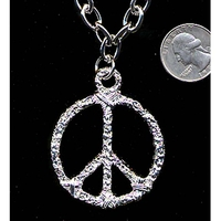 PEACE SIGN NECKLACE IN SILVER ON A METAL CHAIN