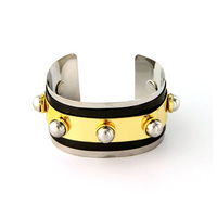 METAL BAND BRACELET WITH KNOBS.
