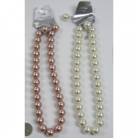 PEARL CHOKER NECKLACE AND EARRING SET.