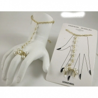 PEARL AND GOLD CHAIN HAND JEWELRY