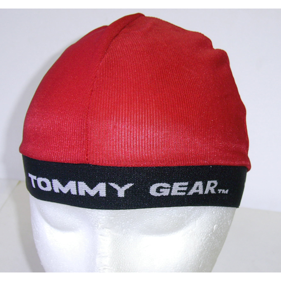 RED CAP WITH TOMMY GEAR