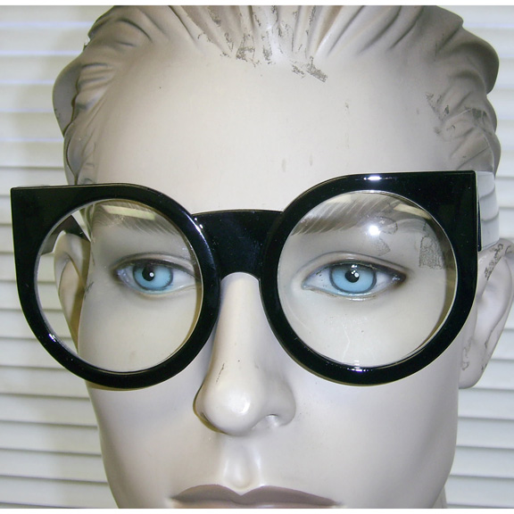 CLEAR LENS, VERY LARGE ROUND FRAMES WITH POINTY END GLASSES
