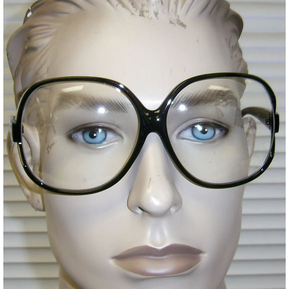 CLEAR LENS LARGE LADIES STYLE GLASSES, LOOKS LIKE BARBS